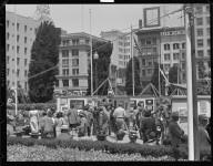 Art show, Union Square. [San Francisco.] [negative]