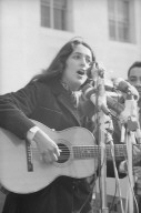 Joan Baez singing on Sproul Hall steps.
